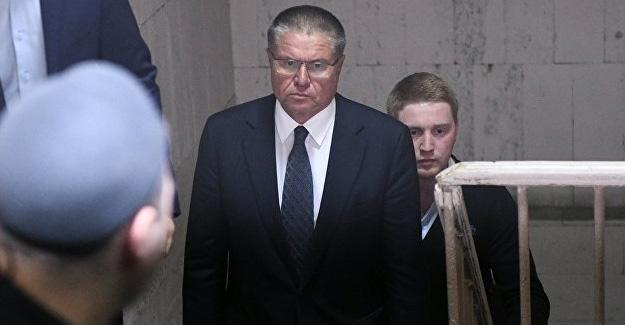 Rüşvet almaktan hüküm giyen Rusya Ekonomi Bakanı görevden alındı