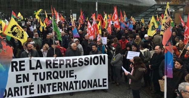 Strasbourg'da, Türkiye'deki baskılara karşı yürüyüş