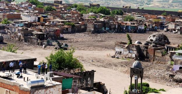 Sur'un 6 mahallesindeki yasak bir yılını doldurdu