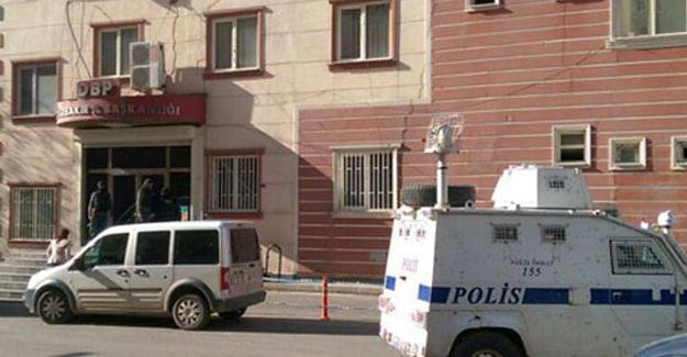 Kayapınar ve Yenişehir belediyelerine baskın
