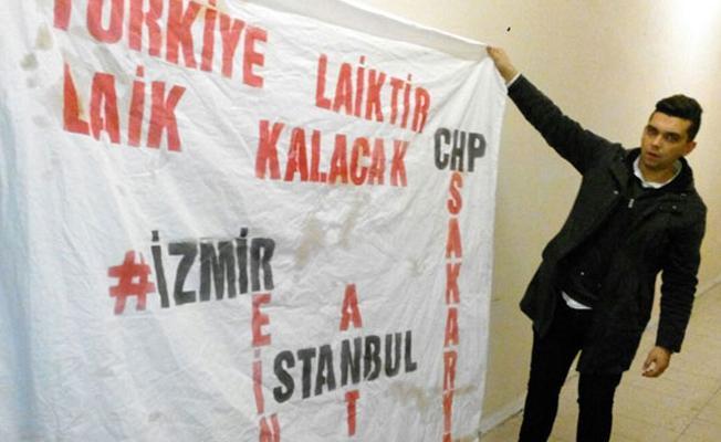 AVM'de 'Türkiye laiktir laik kalacak' pankartı açan 3 kişi darp edildi