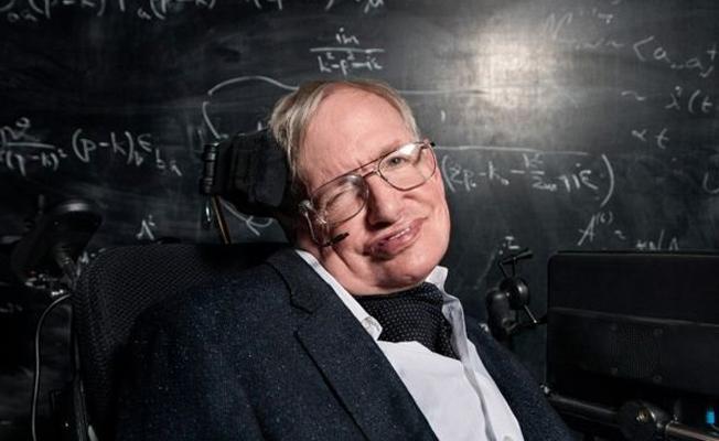 Doktorların 30 yaşını göremez dediği Hawking 75 yaşına bastı