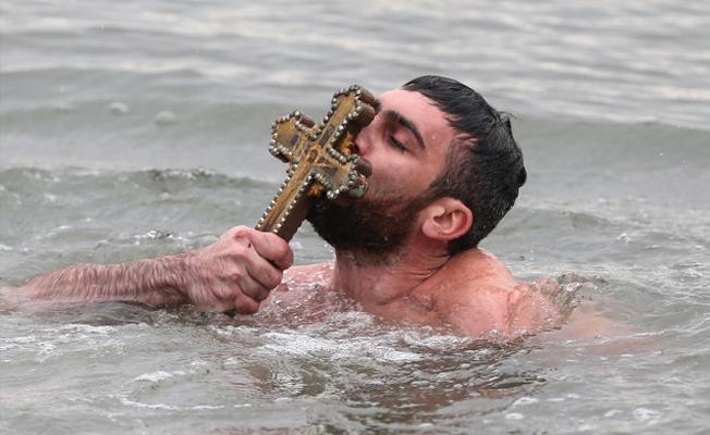 İstanbul'da 'denizden haç çıkarma' törenleri yapıldı