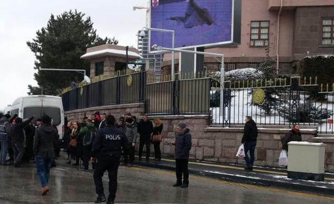 Meclis önünde gazlı müdahale: CHP'li vekiller yaralandı