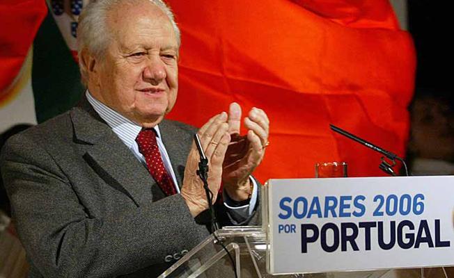 Portekiz'in tarihi sosyalist lideri Soares hayatını kaybetti