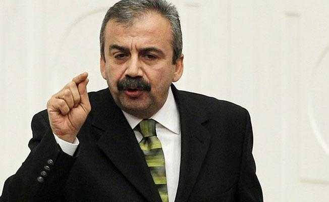 Sırrı Süreyya'dan AKP'ye: Oyunu göstere göstere kullanmak ancak bir ergene yakışır