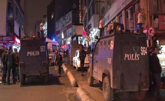 Adana ve Diyarbakır'da polise bombalı saldırı