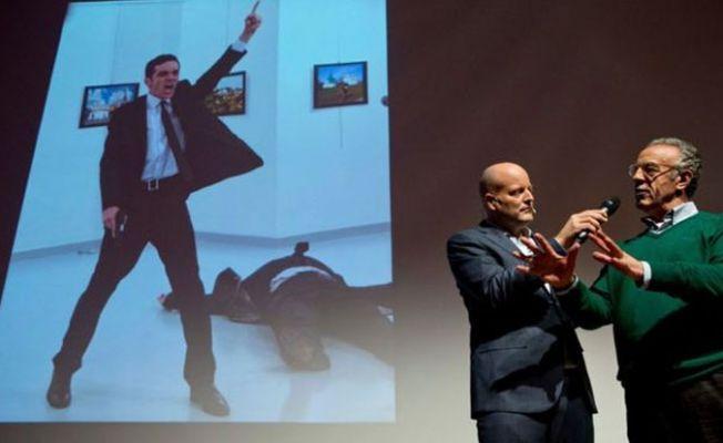 Büyükelçi Karlov suikastı: Yılın Fotoğrafı ödülü jüriyi böldü