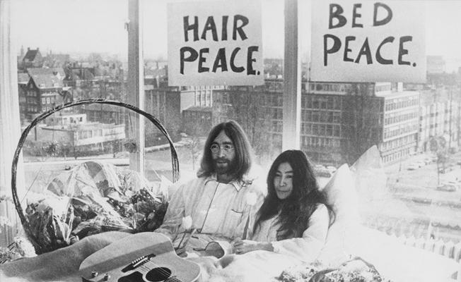 John Lennon ve  Yoko Ono filmi yolda