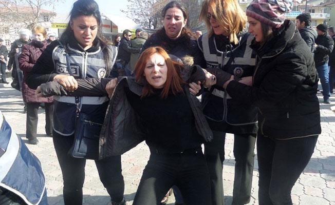 KESK'in KHK eylemine polis saldırısı: 31 gözaltı