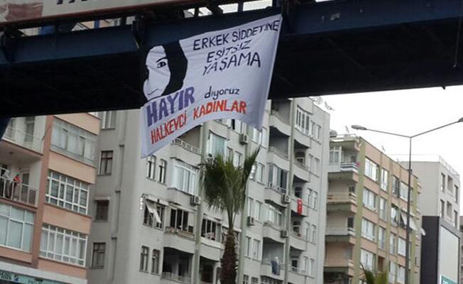Özgecan pankartı asan kadınlara gözaltı