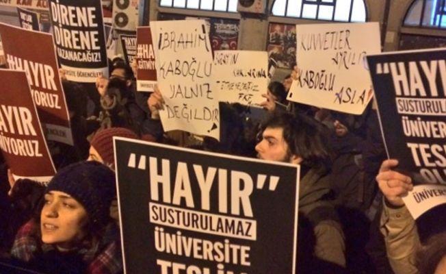 Üniversiteliler, Kadıköy'de buluştu: Hayır susturulamaz, üniversite teslim olmaz