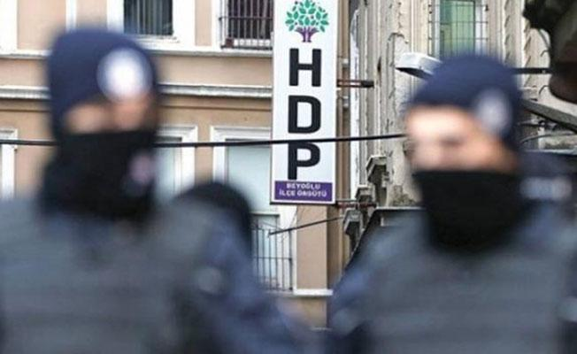 AKP, MHP, CHP referandum için il il mitinglerde, onlar duruşmalarda!