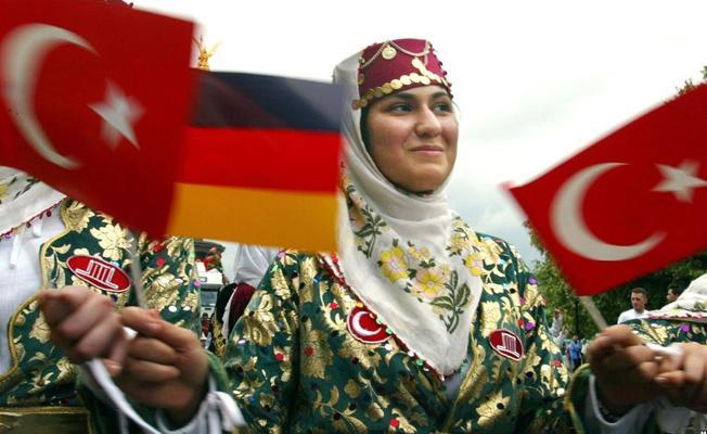 Almanlar, Türklere çifte vatandaşlığın iptalini istiyor