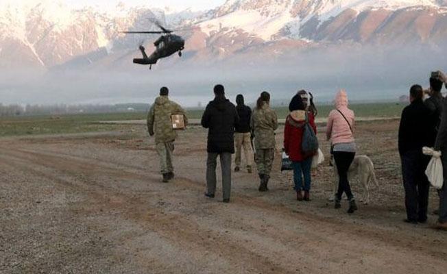 Dersim'de sandık görevlileri askeri helikopterle taşındı