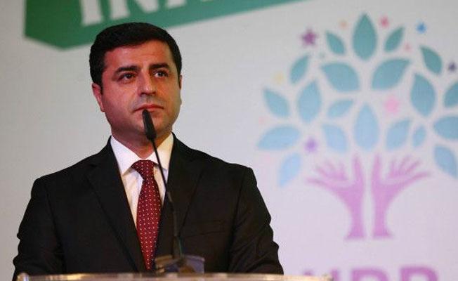 Demirtaş'tan Ahmet Şık'a mektup: Sizler, bizler tutuklanmadık evimizden zorla kaçırılarak rehin alındık