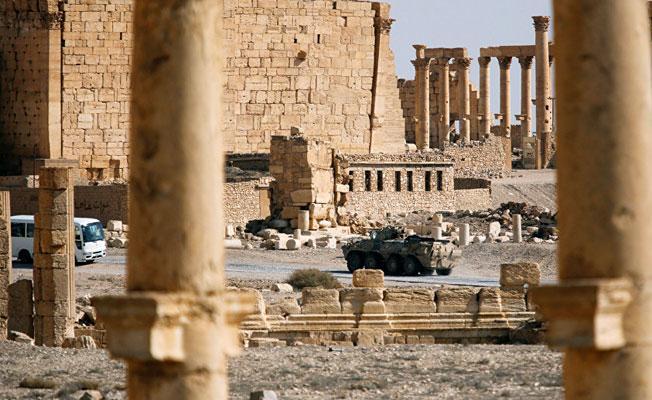 Suriye ordusu, Palmira'nın yakınındaki tepelerin ve barajın kontrolünü ele geçirdi