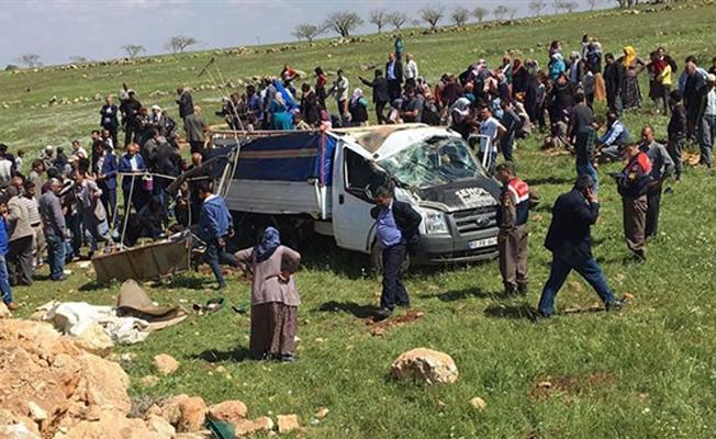Urfa'da kamyonet devrildi: 4 kişi hayatını kaybetti