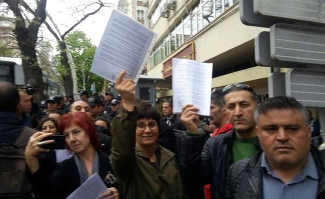 YSK önünde referandum sonucuna itiraz kuyruğu