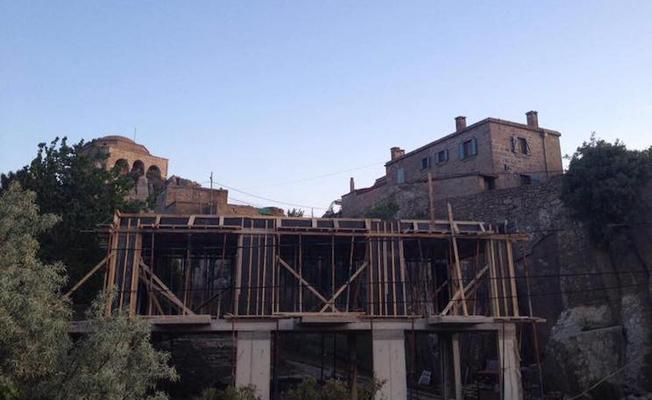 Assos Antik Kenti'ne üç katlı otel yapılıyor
