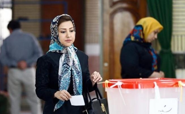 İran'da halk cumhurbaşkanlığı seçimleri için sandık başında