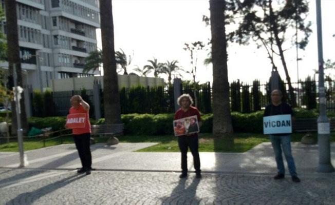 İzmir'de açlık grevine destek eylemine gözaltı