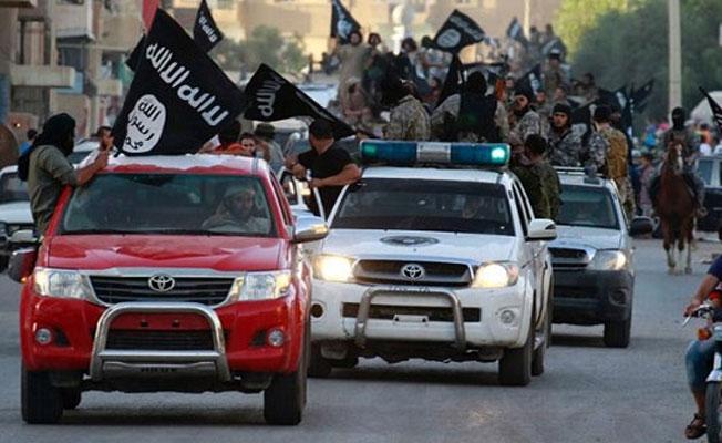 Rus savaş uçakları,  Palmira'ya giden IŞİD konvoyunu imha etti