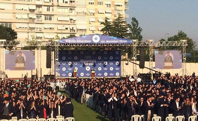 Boğaziçi Üniversitesi'nin mezuniyet töreninde Rektör'e protesto