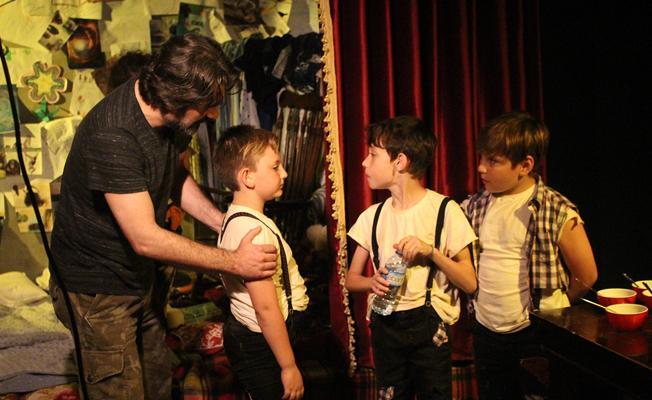 Hikayesini 9 yaşındaki Mert'in yazdığı 'Kapı' kısa filmi ilk gösterimini yaptı