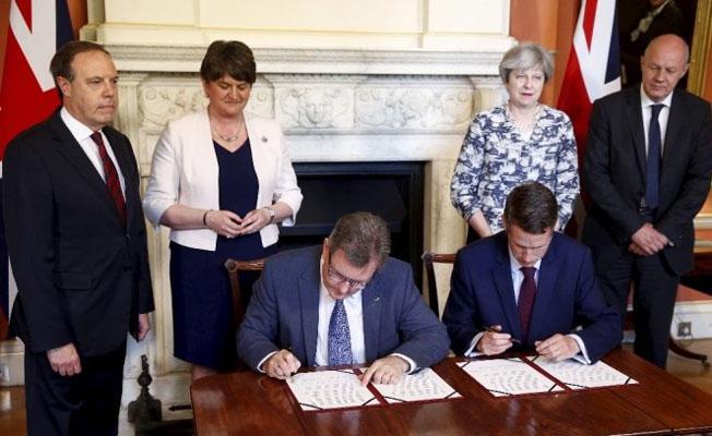 İngiltere'de azınlık hükümeti üzerinde anlaşıldı