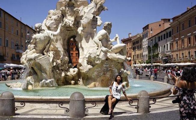 Roma'da tarihi çeşmelere ayak sokan ve oturan 240 Euro ceza ödeyecek