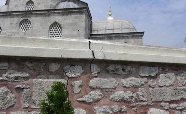 Topbaş: Şemsi Paşa Camii'nin içerisinde çatlak falan yok