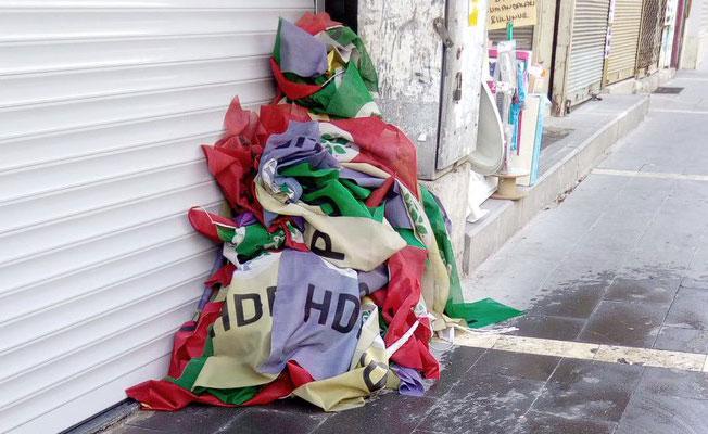 15 Temmuz anmasının ardından HDP bayrakları indirildi