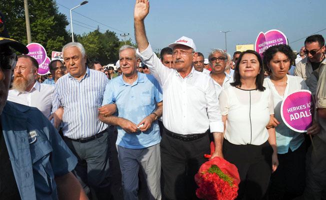 """""""Ahmet Türk'ü şiddetle özdeşleştirme çabası ruh sağlığı yerinde olanların yapabileceği iş değil"""""""