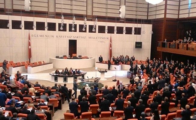 Erdoğan Meclis'e girdiğinde CHP'li, MHP'li ve HDP'li vekiller ayağa kalkmadı ve alkışlamadı