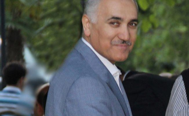 Adil Öksüz Elazığ'dan Ankara'ya, Ankara'dan İzmir'e kendi adıyla uçmuş