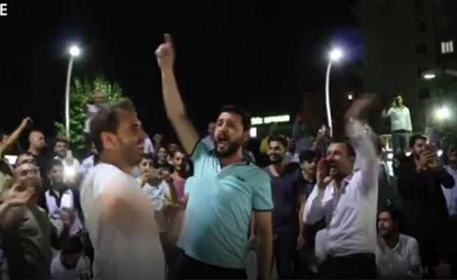 Diyarbakır'da müzisyen eylemi: Bir doların gerçeği de, sahtesi de can yakıyor