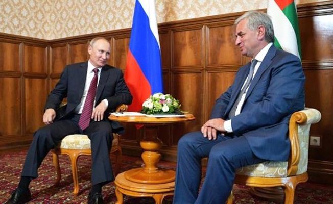 Putin: Abhazya'nın güvenliğini ve bağımsızlığını garanti etmeyi sürdüreceğiz