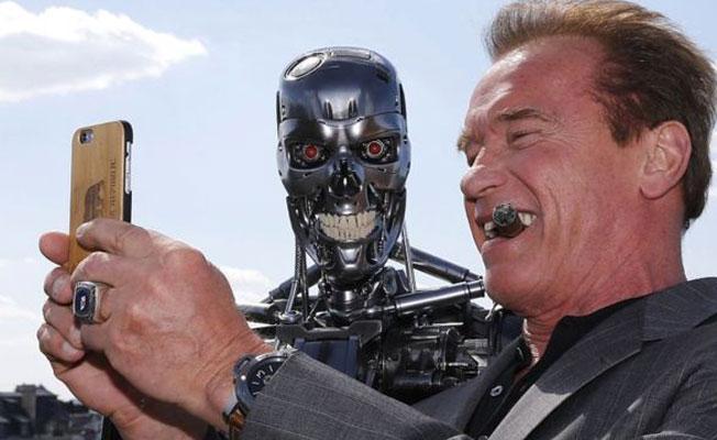 Robotların dünyayı ele geçirme ihtimalinden korkmalı mıyız?
