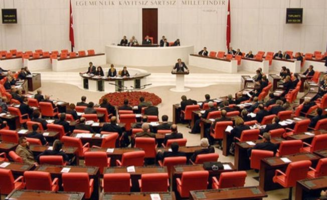 Irak tezkeresi AKP, MHP ve CHP'nin oylarıyla kabul edildi