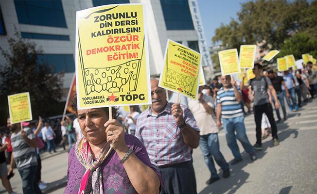 İstanbul'da Alevilerden tartışmalı müfredata karşı miting