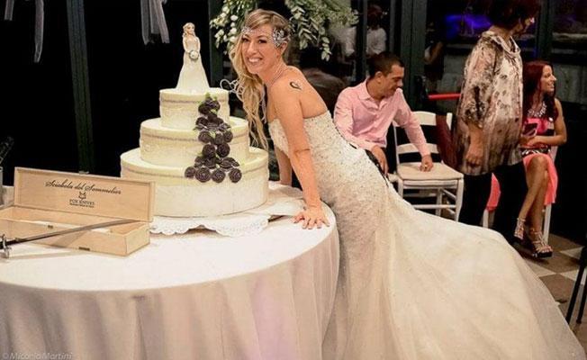 Kendisiyle evlenen kadın balayına çıktı