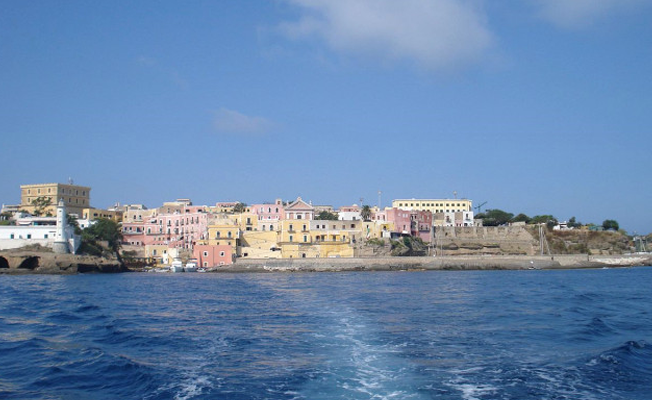 Nüfus kaybeden İtalyan adasından mültecilere çağrı: Bize gelin