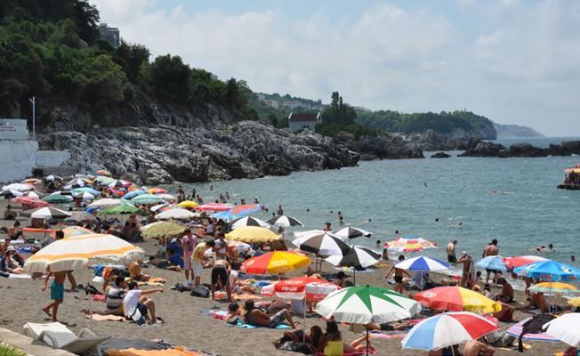 Zonguldak halk plajında iki kadın bira içtikleri için gözaltına alındı