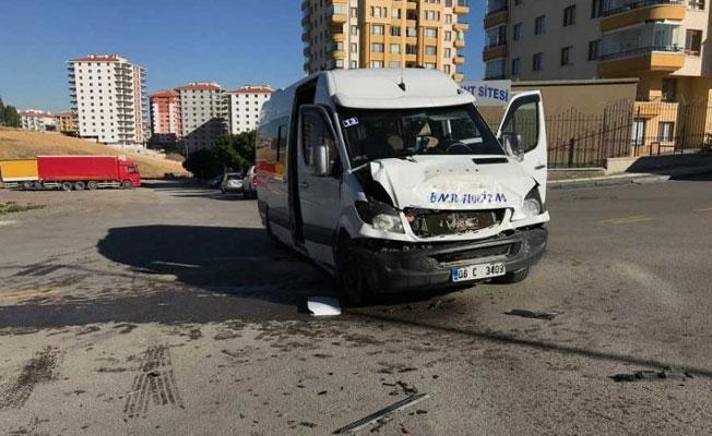 Ankara'da öğrenci servisi devrildi