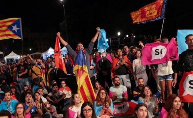 İspanya, Katalonya bölgesini özerkliği askıya almakla tehdit etti