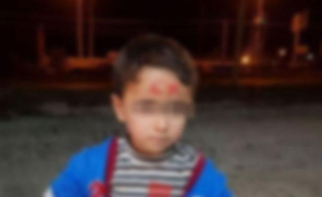 Siirt'te öğretmen, çocukların alnına ay yıldız çizdi