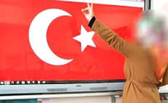 Sınıfta bozkurt işaretli fotoğrafını paylaşan öğretmenin işine son verildi