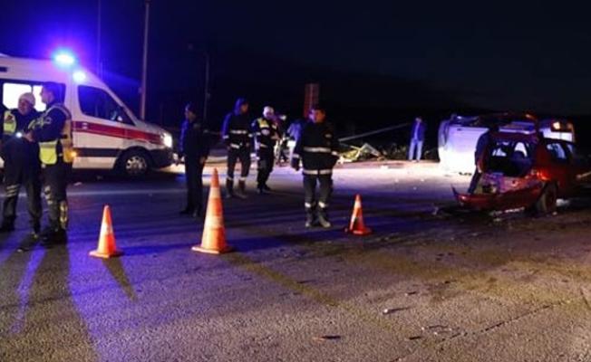 AKP'lileri taşıyan minibüs kaza yaptı: 9 yaralı