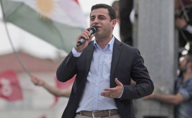 Demirtaş'tan yeni tweetler: Onurlu bir buluşmaya ulaşıncaya dek direnmeye devam